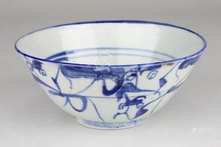 Chinesische Reisschale, Song-Zeit, 12.-13. Jh., Porzellan, weißer Scherben, frei getöpfert, außen