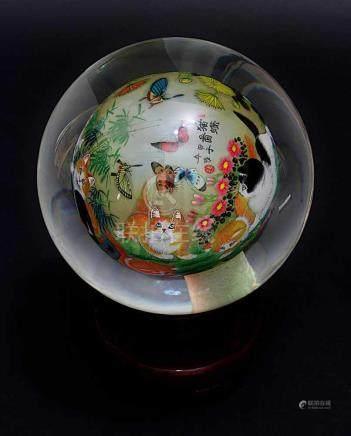 Dekorative chinesische Glaskugel mit Katzen- und Schmetterlingsmotiv, schwere Kugel innen mit