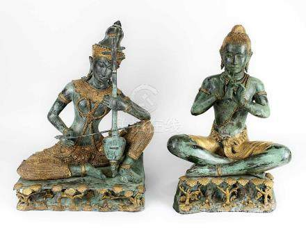 2 Musikerfiguren aus Bronze, Thailand 2. H. 20. Jh., Bronze grün patiniert und teilbronziert, eine