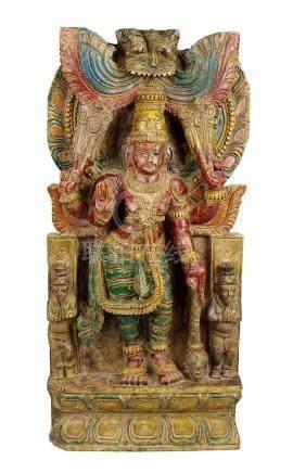 Holzrelief einer indischen Gottheit, Südindien um 1900, aus einer schweren Holztafel geschnitztes