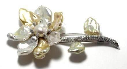 A Paspaley 18ct White Gold South Sea Keshi Pearl & Diamond F