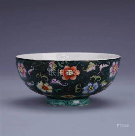CHINESE PORCELAIN OF BLUE GROUND FAMILLE ROSE FLOWER BOWL