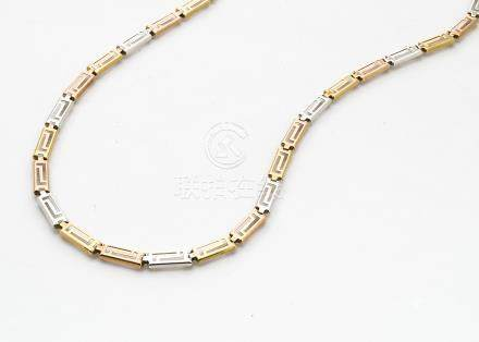 A 9ct three colour gold necklace, with stylised Greek key link decorated design, 42cm max long, 5g