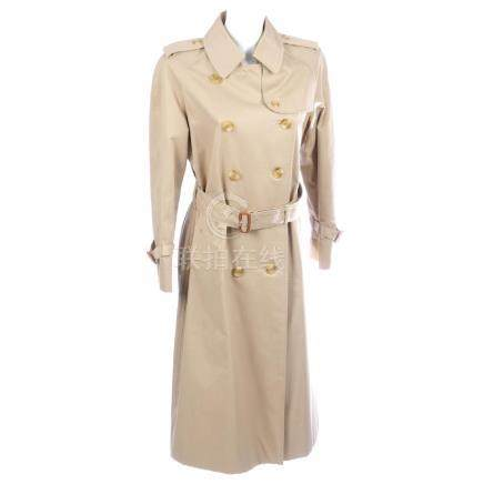 BURBERRY - a women's classic trench coat. Designed with
