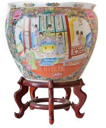 Big and elegant, round cachepot. China, 20th century. H Cm 4