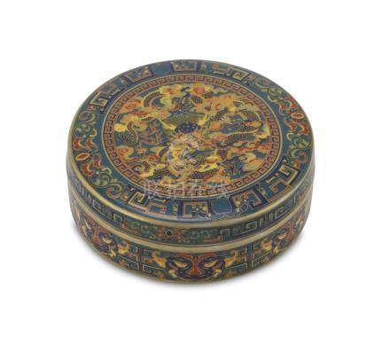 BOX IN POLYCHROME ENAMELLED PORCELAIN, CHINA FIRST HALF OF THE 20TH CENTURY decorated with wide