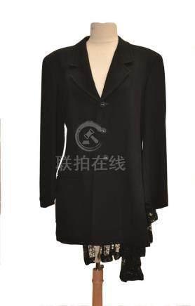 COMME DES GARCONS: Veste en crêpe noir avec…