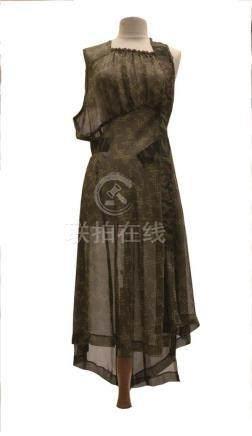 COMME DES GARCONS : robe en mousseline sans…