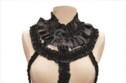 COMME DES GARCONS : Robe déstructurée noir…