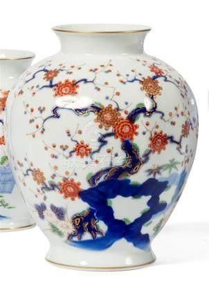 VASE ovoïde en porcelaine à décor d'un branchage…
