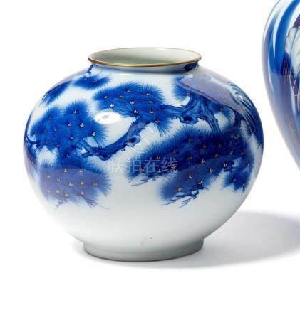 VASE sphérique en porcelaine à décor de sapin,…