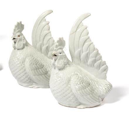 DEUX COQS en porcelaine d'Hirado. Japon Epoque…