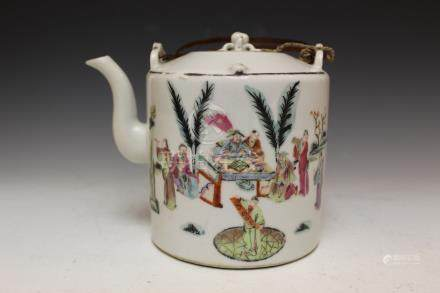 Chinese famille rose porcelain teapot, 19th Century.