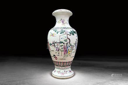 清  粉彩人物紋瓶