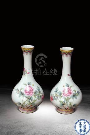 粉彩花蝶紋對瓶