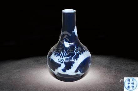 明  藍釉白龍紋瓶