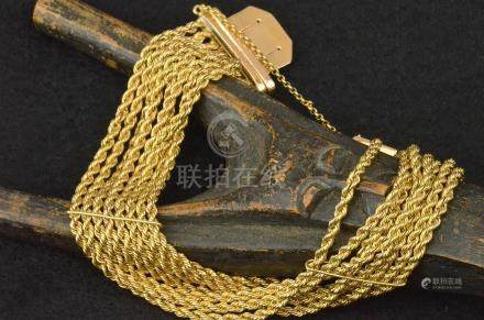 Bracelet en or jaune 18 K composé de huit chaînes torsadées P. 44,9 g