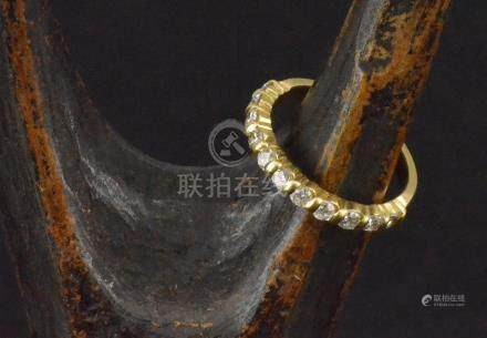 Demi alliance en or jaune sertie de onze diamants PB. 2,5 g TDD 48