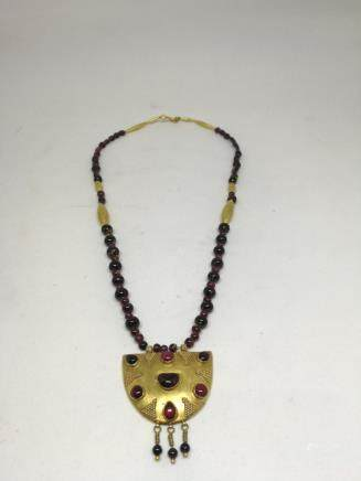 A 24K GOLD INLAID GARNET NECKLACE, ANCIENT GREEK