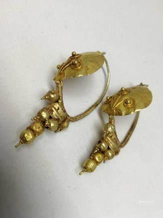 A PA IR OF24K GOLD EARRINGS, HAN DYNASTY
