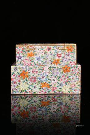 A FAMILLE-ROSE 'BOOK' BOX AND COVER.ANTIQUE