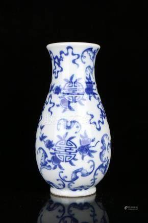 A BLUE AND WHITE VASE.MARK OF KANGXI