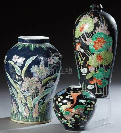 Group of four Pieces of Chinese Porcelain, 20th c., consisti