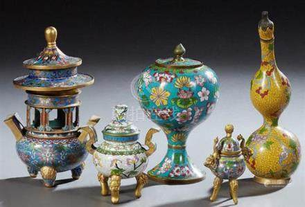 Group of Five Chinese Cloisonne Pieces, 20th c., consisting