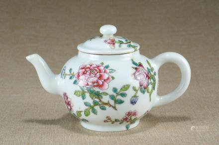 A Chinese Famille-Rose Porcelain Tea Pot
