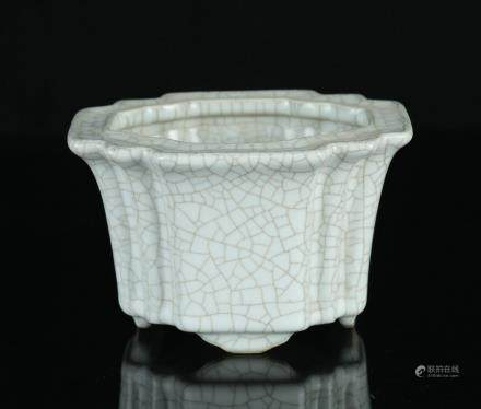 A Chinese Ge-Type Porcelain Plant Pot