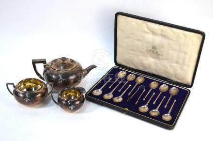 A cased set of twelve silver teaspoons with tongs and