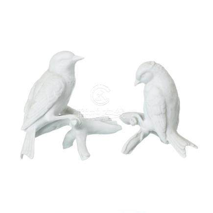 Pair of birds in Vista Alegre biscuit