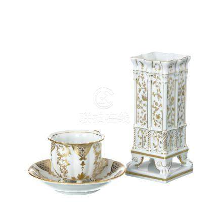 Four Feet Teacup and Vase 'Castelo Branco' in Vista
