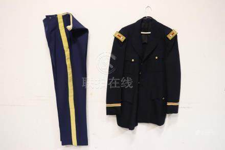 A US(?) military uniform