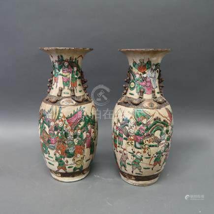 Paire de vases forme balustre en porcelaine en polychromie craque...