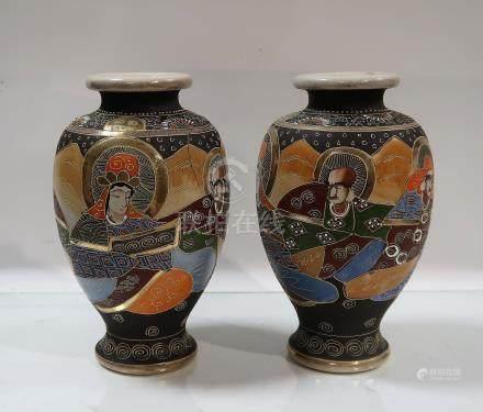 Paire de vases balustres en faïence de Satsuma à décor de guerrie...