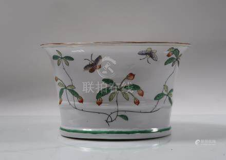 Coupelle ovale en porcelaine. Chine, fin du XXème siècle. 16x26x1...