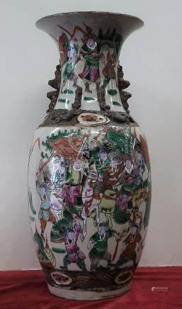 Vase Nankin à décor de guerriers. Fin du XIXème siècle. Hauteur 4...