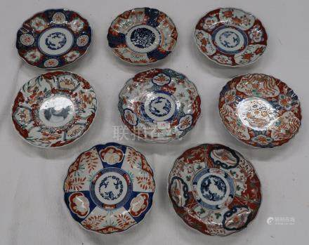 Lot de 8 assiettes en porcelaine Imari. Egrenures