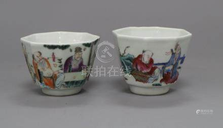 A pair of Chinese famille rose hexagonal cups H.6cm