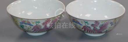 A pair of Chinese famille rose bowls 13.5cm diameter