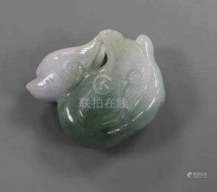 A carved jade figure of a mandarin duck 3cm wide