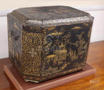 A Chinese export small lacquer box W.46cm