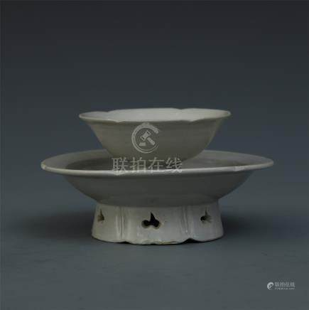 CHINESE PORCELAIN WHITE GLAZE TEA CUP WITH STAND