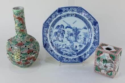 A Chinese porcelain blue and white octagonal plate decorated with figures in a landscape, 22.5cm,