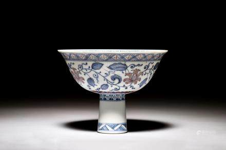 BLUE AND WHITE UNDERGLAZED RED 'FLOWERS' STEM CUP