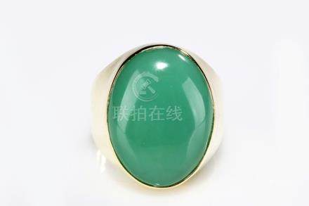 A 14K YELLOW GOLD JADEITE RING