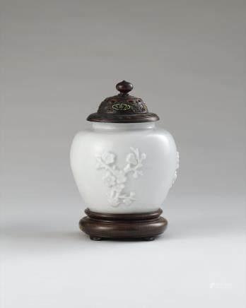 清初 德化贴塑梅花纹盖罐