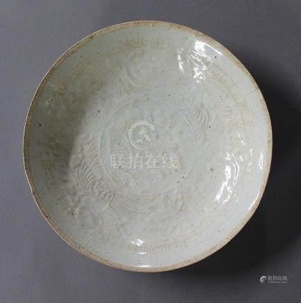 CHINE, Période Song (960-1279) COUPE en céramique et émail céladon craquelé de type Qingbai, à
