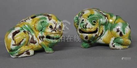 CHINE, Période Kangxi (1654-1722) PAIRE DE CHIMERES formant porte encens en porcelaine et émaux